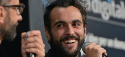 marco-mengoni-italia-digitale-740x340-jpg-pagespeed-ce-h8umt6ahuw