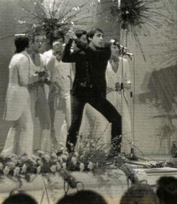 festival-di-sanremo-1970-adriano-celentano_su_vertical_dyn